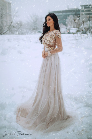 SNOW WHITE LONG DRESS